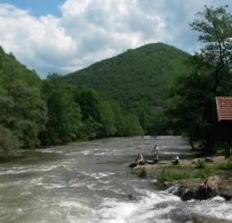 bij de rivier Fojnica