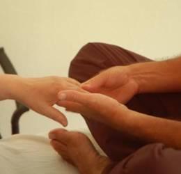 Liefdevolle ontmoeting in massage voor stellen